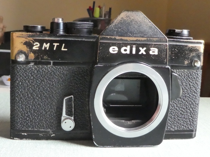 Edixa 2MTL camera, front view. www.oldcamera.blog
