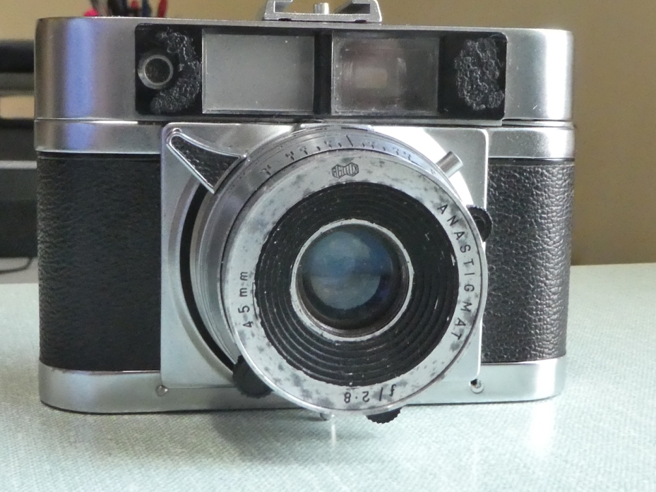 Agilux Agima camera, front view www.oldcamera.blog