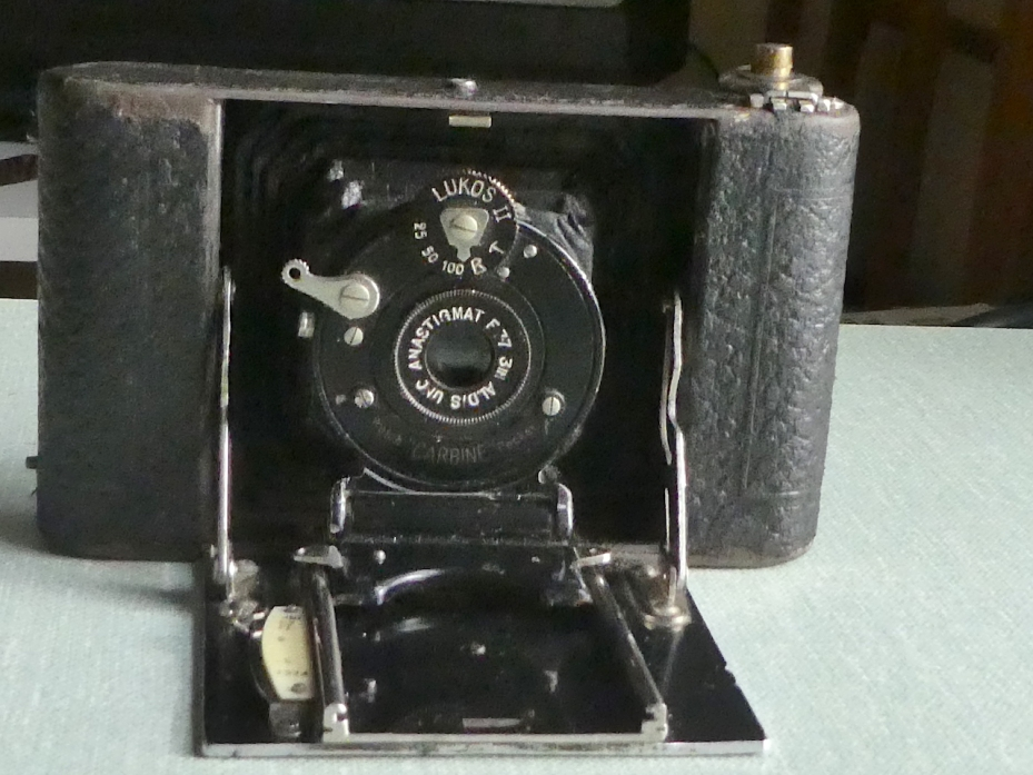 Butchers Watch Pocket Carbine camera partially open www.oldcamera.blog